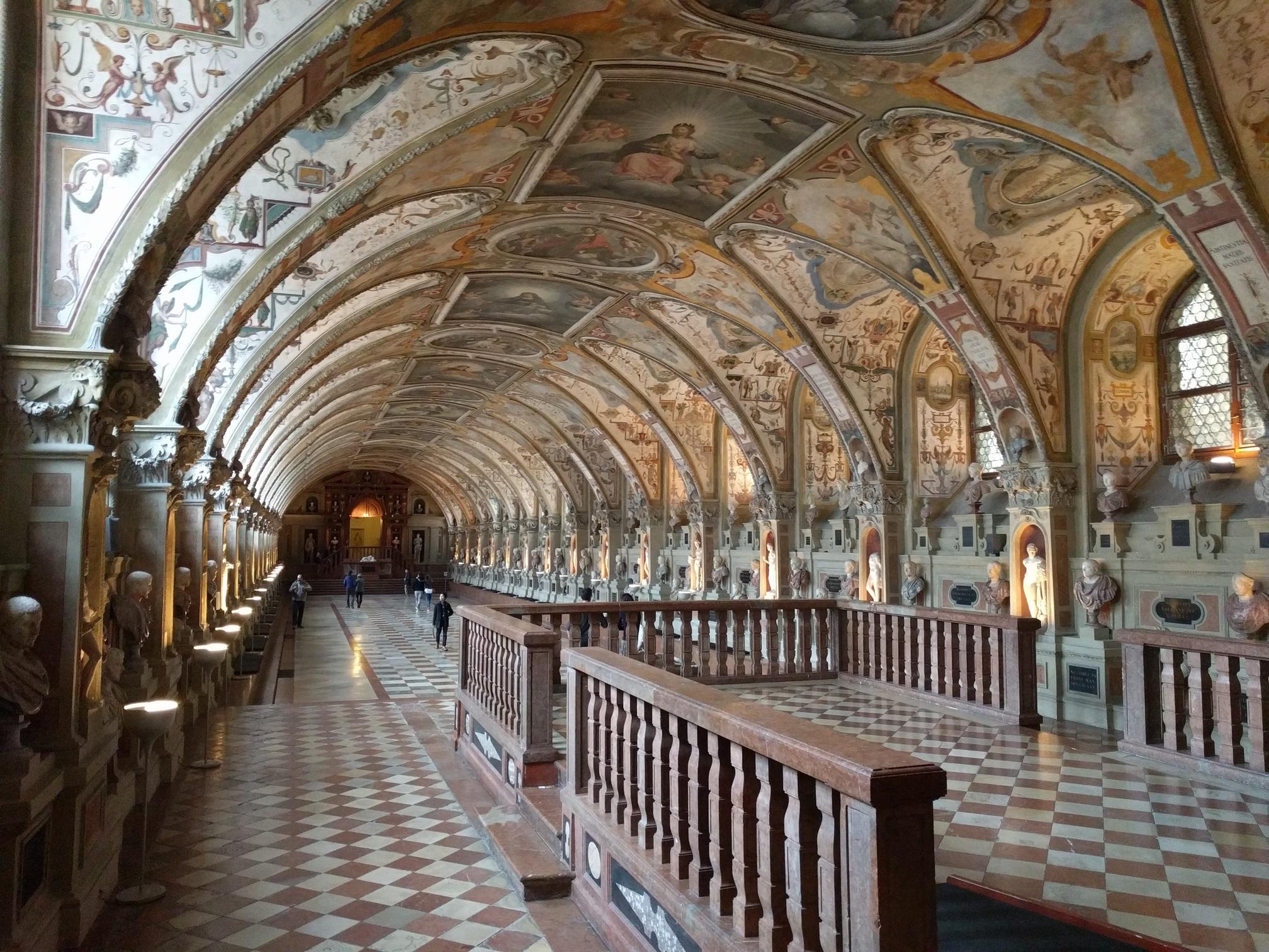 /images/Munich-palace.jpg