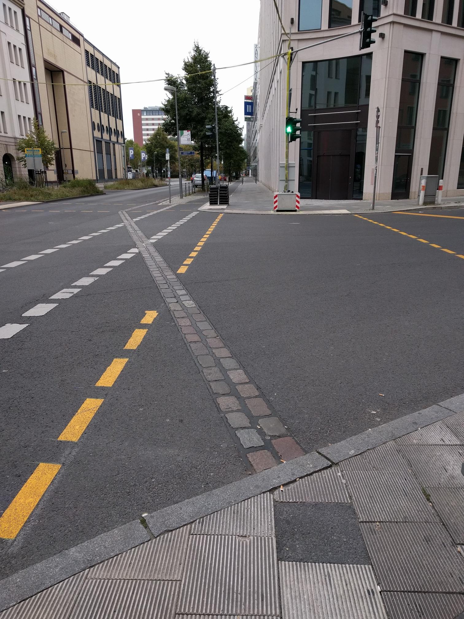 /images/berlin-wall-marker-stones.jpg