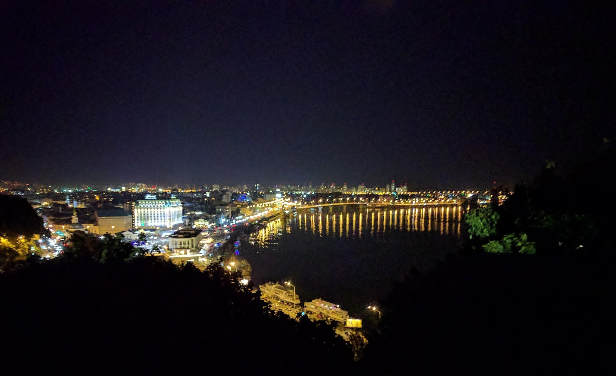/images/kiyv-at-night.jpg