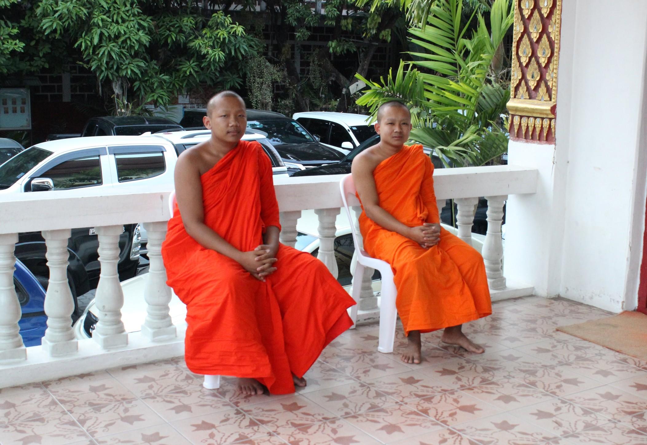 /images/monks-1.jpg