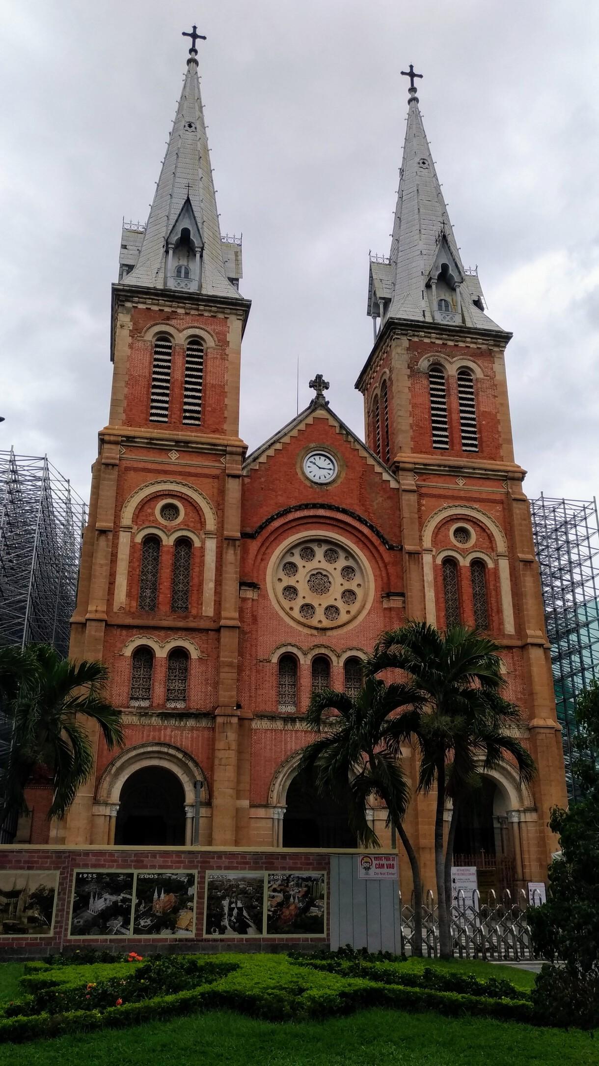/images/treat-Notre_Dame_Saigon.jpg