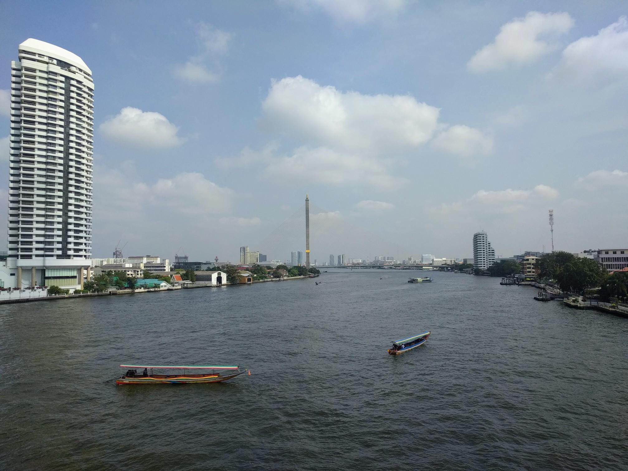 /images/view_from_Phra_Pin_Klao_Bridge.jpg